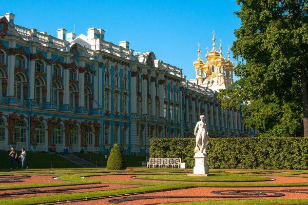 palazzo di caterina II - tsarskoe selo.jpg statua