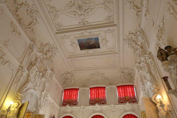 palazzo di caterina - soffitto bianco