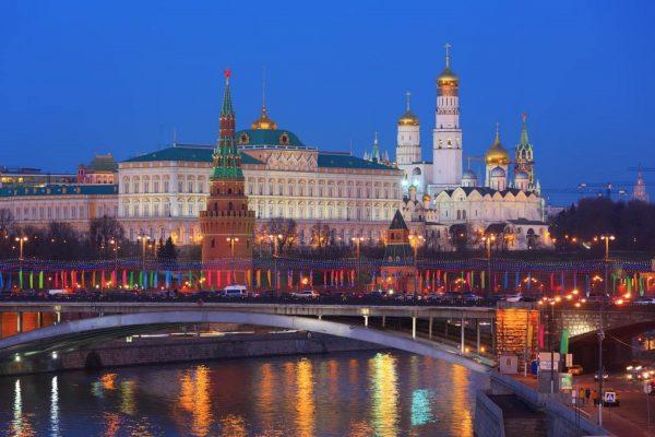Cremlino di Mosca visto dal fiume Moskova