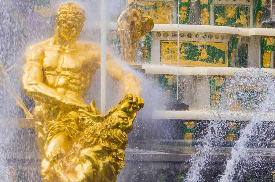 Vivi la magia della reggia di Peterhof