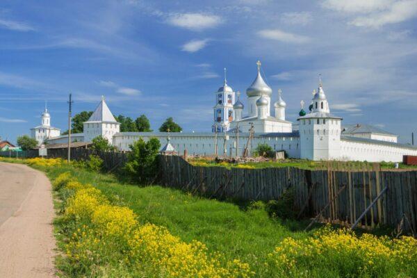 anello d oro natura verde e chiese russia