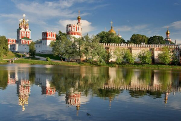 fiume panorama palazzi russia