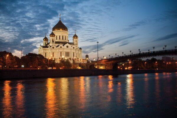 mosca notturna chiesa viaggio in russia