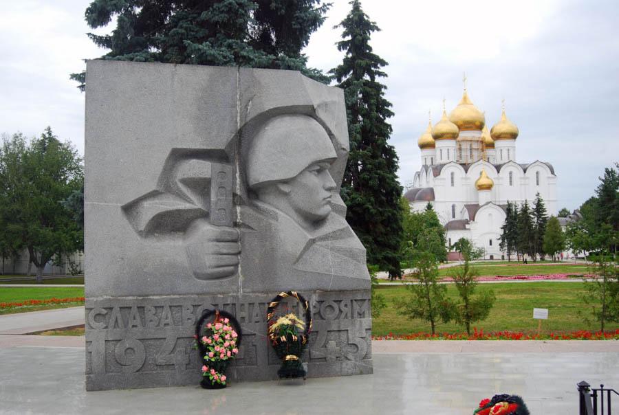 Monumento per gli eroi della guerra, Tour dell'Anello d'Oro in Russia
