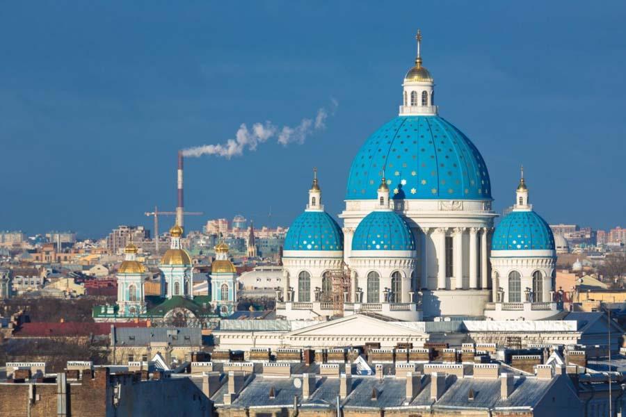 Cattedrale con le cupole blu in Russia