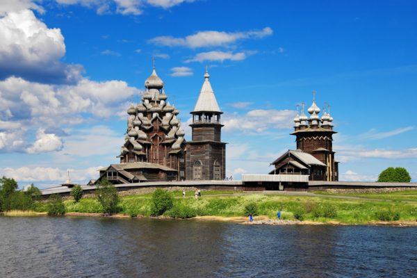 La chiesa sulla riva del fiume in Carelia, tour completo