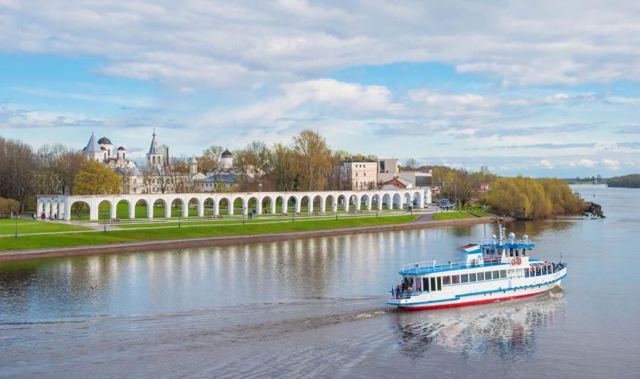 Riva della fiume, Novgorod