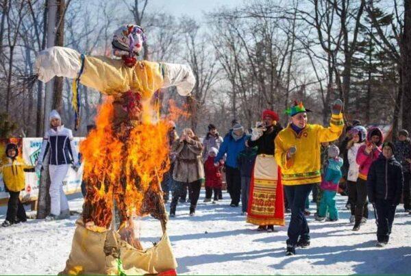 Maslenitsa, fantoccio falò in Russia