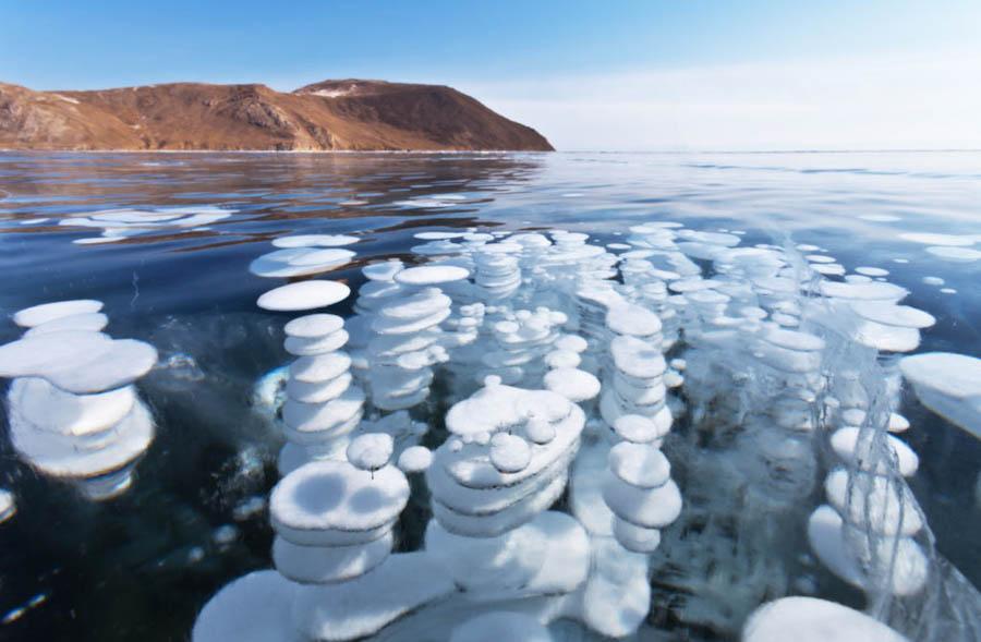 Lago ghiacciato in Russia