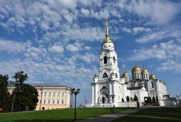 Chiesa in una delle città di Anello d'Oro
