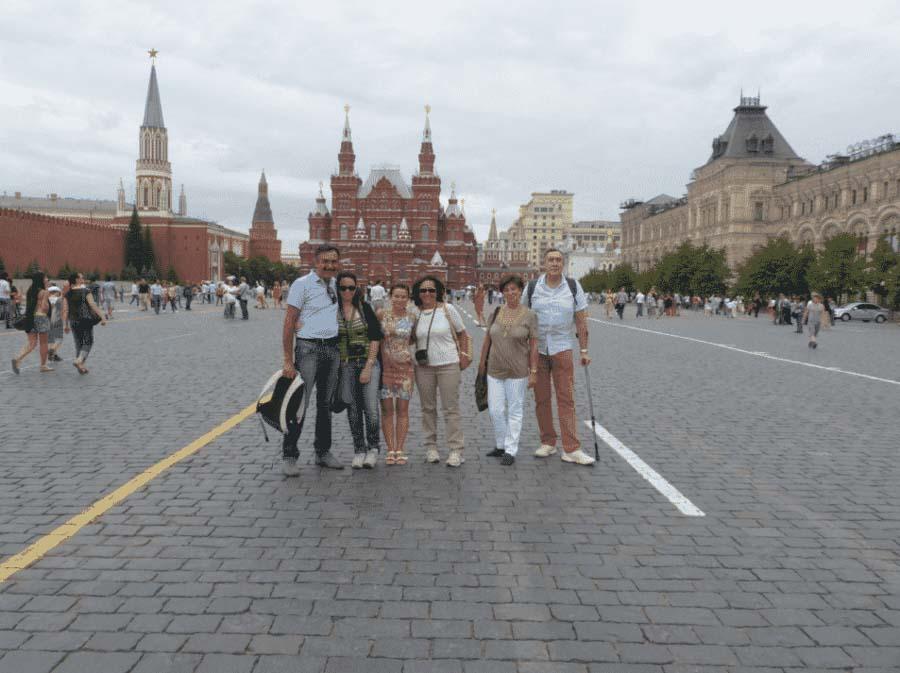 Turisti italiani sulla Piazza Rossa di Mosca