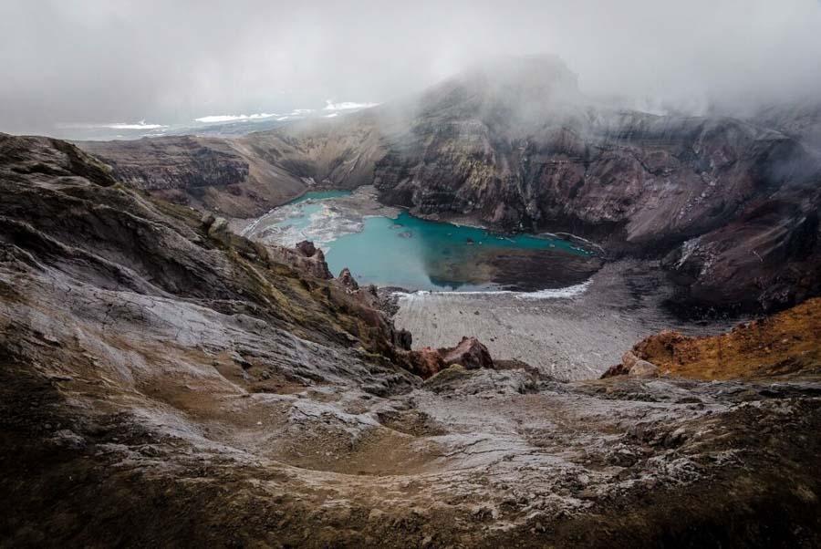 Un cratere vulcanico con lago - Penisola di Kamchatka, Russia